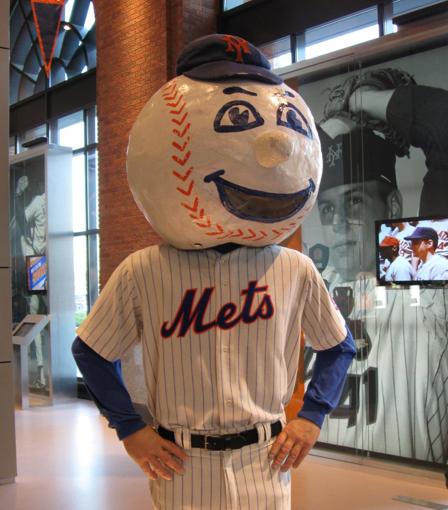 Mr. Met. Photo by Richiek.